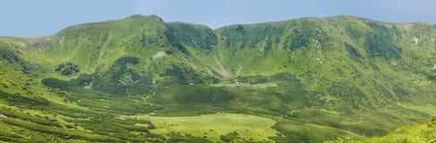 Πράσινη σειρά βουνών Στοκ Εικόνες