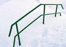 πράσινη σκάλα κιγκλιδωμάτ& Στοκ φωτογραφία με δικαίωμα ελεύθερης χρήσης