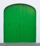 Πράσινη χρωματισμένη πόρτα με την πόρτα Στοκ Εικόνες