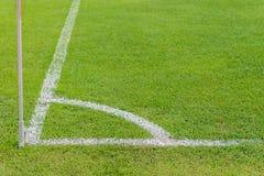 Πράσινη χλόη conner του αγωνιστικού χώρου ποδοσφαίρου Στοκ εικόνα με δικαίωμα ελεύθερης χρήσης