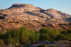 πράσινη όαση βουνών ερήμων Στοκ εικόνες με δικαίωμα ελεύθερης χρήσης