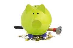Πράσινη piggy τράπεζα που στέκεται στα νομίσματα στοκ φωτογραφίες με δικαίωμα ελεύθερης χρήσης
