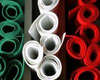 Πράσινοι άσπροι κόκκινοι χρωματισμένοι αισθητοί ρόλοι στην πώληση στο ιταλικό κατάστημα Στοκ Φωτογραφίες