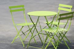 Πράσινοι πίνακας και στάση καρεκλών στην οδό στο Λονδίνο Στοκ εικόνα με δικαίωμα ελεύθερης χρήσης