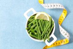 Πράσινοι σαλάτα και μετρητής φασολιών στοκ φωτογραφίες με δικαίωμα ελεύθερης χρήσης