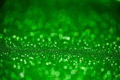 Πράσινος ακτινοβολήστε επιφάνεια με το πράσινο φως bokeh Στοκ Φωτογραφία