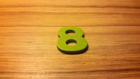 πράσινος αριθμός 8 στο ξύλινο υπόβαθρο Στοκ φωτογραφία με δικαίωμα ελεύθερης χρήσης
