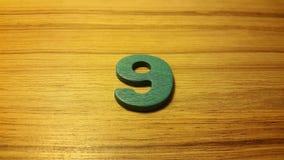 πράσινος αριθμός 9 στο ξύλινο υπόβαθρο Στοκ εικόνες με δικαίωμα ελεύθερης χρήσης