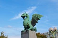 Πράσινος δράκος που στέκεται στη γέφυρα στο παλαιό Λουμπλιάνα, Σλοβενία Στοκ εικόνα με δικαίωμα ελεύθερης χρήσης