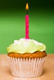 πράσινος ενιαίος μικρός κεριών κέικ Στοκ Εικόνες
