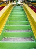 Πράσινος επάνω σκαλών αναβάσεων Στοκ φωτογραφία με δικαίωμα ελεύθερης χρήσης