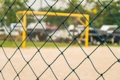 Πράσινος καθαρός αγωνιστικός χώρος ποδοσφαίρου φρακτών υπαίθριος Στοκ Φωτογραφία