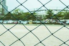 Πράσινος καθαρός αγωνιστικός χώρος ποδοσφαίρου φρακτών υπαίθριος Στοκ εικόνες με δικαίωμα ελεύθερης χρήσης