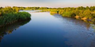 πράσινος καλός ποταμός ακ στοκ φωτογραφία με δικαίωμα ελεύθερης χρήσης