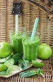 Πράσινος καταφερτζής του σπανακιού, της Apple, του αγγουριού και του ασβέστη Στοκ Εικόνα