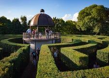 Πράσινος λαβύρινθος θάμνων, σχέδιο κηπουρικής τοπίων Στοκ φωτογραφία με δικαίωμα ελεύθερης χρήσης