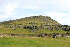 Πράσινος λόφος στην επαρχία στην Ισλανδία στοκ εικόνες