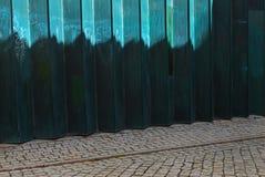 Πράσινος μεταλλικός φράκτης στοκ φωτογραφία με δικαίωμα ελεύθερης χρήσης