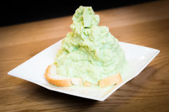 Πράσινος ξυρισμένος πάγος με το ψωμί Στοκ εικόνα με δικαίωμα ελεύθερης χρήσης