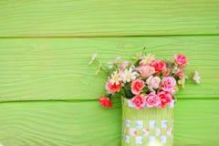 πράσινος πλαστικός vase λουλουδιών τοίχος Στοκ φωτογραφία με δικαίωμα ελεύθερης χρήσης
