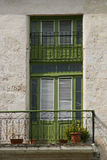 πράσινος πορτών που κλείνει με παντζούρια Στοκ φωτογραφίες με δικαίωμα ελεύθερης χρήσης