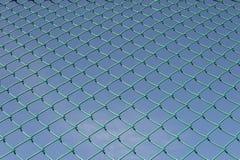Πράσινος πλαστικός καθαρός μπλε ουρανός αθλητικών σχεδίων Στοκ φωτογραφίες με δικαίωμα ελεύθερης χρήσης