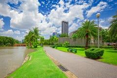 Πράσινος τομέας χλόης στο μεγάλο πάρκο πόλεων στοκ φωτογραφία με δικαίωμα ελεύθερης χρήσης