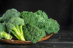 Πράσινος χειμώνας superfood - πράσινο λάχανο του Kale, μπρόκολο Στοκ Εικόνες