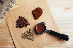 Πράσινος, ψημένος, έδαφος και στιγμιαίος καφές στοκ εικόνα