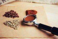 Πράσινος, ψημένος, έδαφος και στιγμιαίος καφές στοκ εικόνες με δικαίωμα ελεύθερης χρήσης