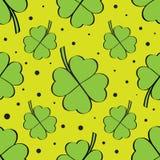 Πράσινο άνευ ραφής σχέδιο τριφυλλιού τεσσάρων φύλλων Στοκ Εικόνες