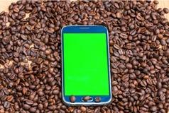 πράσινο έξυπνο τηλέφωνο οθόνης στοκ φωτογραφία με δικαίωμα ελεύθερης χρήσης