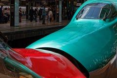 Πράσινο αεροδυναμικό τραίνο Shinkansen στοκ εικόνες
