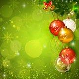Πράσινο λαμπρό υπόβαθρο Χριστουγέννων με το μπιχλιμπίδι Στοκ Εικόνες