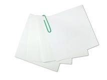 πράσινο απομονωμένο λευκό υπενθυμίσεων εγγράφου συνδετήρων Στοκ φωτογραφία με δικαίωμα ελεύθερης χρήσης