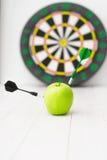 Πράσινο βέλος μήλων Στοκ Εικόνες