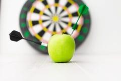 Πράσινο βέλος μήλων Στοκ εικόνες με δικαίωμα ελεύθερης χρήσης