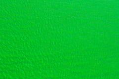 Πράσινο βαμμένο ύδωρ καναλιών με τις κυματώσεις για την ανασκόπηση Στοκ Φωτογραφία
