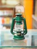 Πράσινο εκλεκτής ποιότητας φως λαμπτήρων στο γυαλί Στοκ Φωτογραφίες