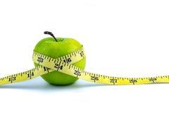 πράσινο λευκό ταινιών μέτρου ανασκόπησης μήλων Στοκ φωτογραφίες με δικαίωμα ελεύθερης χρήσης