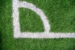 πράσινο λευκό λωρίδων ποδοσφαίρου πεδίων Στοκ Εικόνες