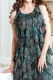 Πράσινο θερινό φόρεμα με flounces Στοκ φωτογραφίες με δικαίωμα ελεύθερης χρήσης
