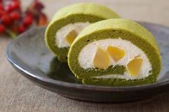 Πράσινο κέικ ρόλων τσαγιού Matcha στοκ εικόνα