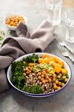 Πράσινο και υγιές κύπελλο σιταριού με ψημένα chickpeas Στοκ Εικόνα