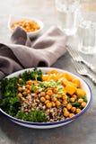 Πράσινο και υγιές κύπελλο σιταριού με ψημένα chickpeas Στοκ φωτογραφίες με δικαίωμα ελεύθερης χρήσης