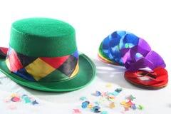 πράσινο καπέλο γιρλαντών κομφετί Στοκ Εικόνα