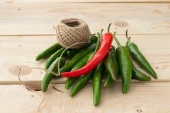 πράσινο καυτό κόκκινο πιπεριών τσίλι Στοκ Φωτογραφίες