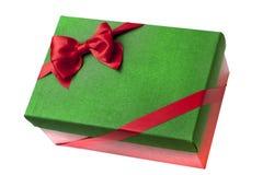 Πράσινο κιβώτιο δώρων Χριστουγέννων με το κόκκινο Στοκ εικόνα με δικαίωμα ελεύθερης χρήσης