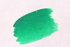 Πράσινο κτύπημα με μια βούρτσα φιαγμένη από watercolors στενό έγγραφο ανασκόπησης που αυξάνεται Στοκ Εικόνες