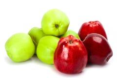 πράσινο κόκκινο σωρών μήλων Στοκ Εικόνα
